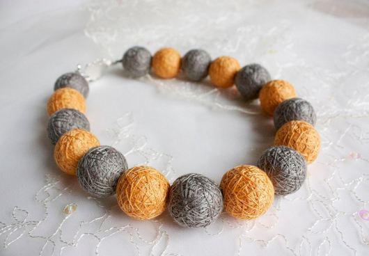 Примеры украшений из ниток своими руками. Мастер-класс браслета из нитей и бусин.